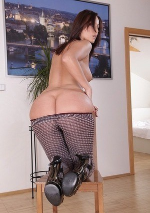 Cute milf in sexy pantyhose Simone Style shows how she treats her cunt