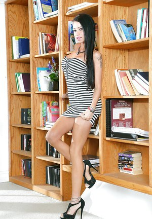 Skinny babe with long legs Raven Bay spends sexy time in office
