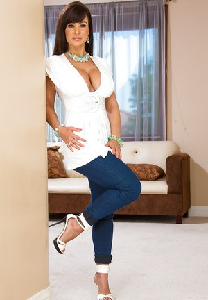 Satisfying wife Lisa Ann looks splendidly in those new panties