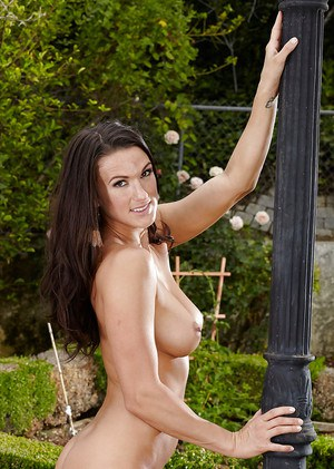 Dark-haired milf Misty Anderson does everything to please everyone