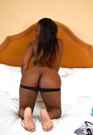 Naughty ebony temptress stripping and showcasing her pink hole