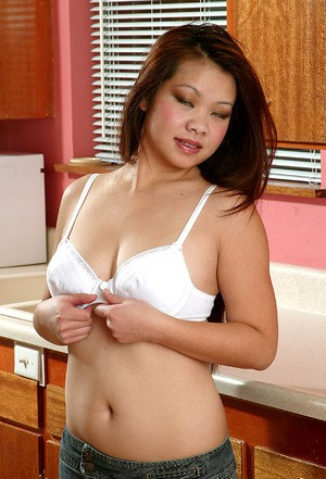 Swoony Asian babe in slim jeans Gia spreads her buns in kitchen