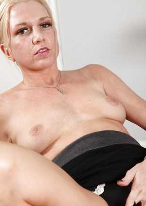 Decent mature blonde Jessica takes her green top off and shows boobs