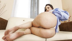 Chubby girlfriend Mackenzee Pierce offers to look at her superb ass