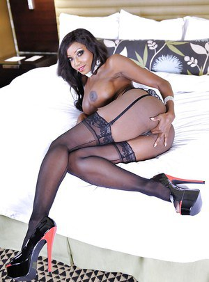 Glamorous ebony milf Diamond Jackson seduces her own chocolate cunt