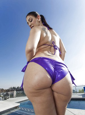 Tasty young babe Madison Rose displays her big wonderful bum