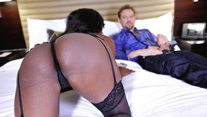 Eye-filling ebony milf Diamond Jackson enjoys monstrous shaft