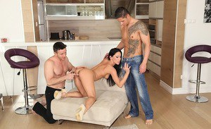 European cougar Mya Diamond gets nice double penetration therapy