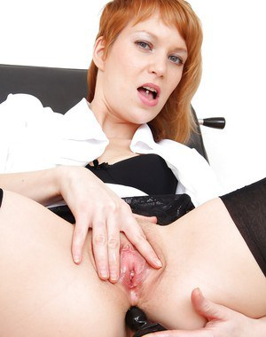 European milf Electra Angels plugs her butt hole with black dildo