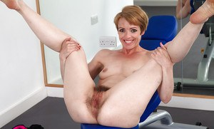 Mature Maria uses sport exercises as a pretext to show her hairy hole