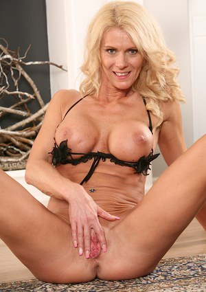 Steaming hot  European babe Diana amuses her own beautiful peach