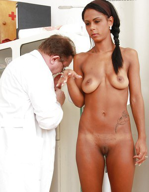 Exotic brunette with seductive curves gets her pink hole properly examed