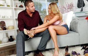 Footjob and blowjob are the things Heather Starlet specializes in
