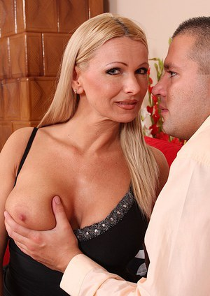 Blowjob is the best thing that horny milf Winnie can perform