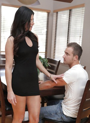 Pretty shapely brunette cougar India Summer is the milf you'll die for