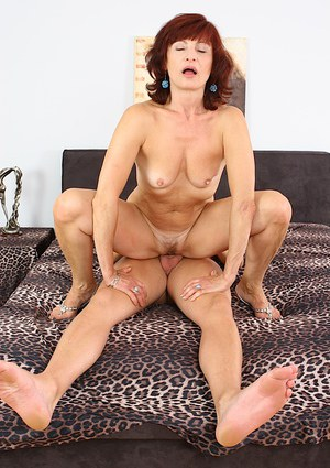 Sultry mature slut gets her juicy cunt drilled tough and blows a boner off