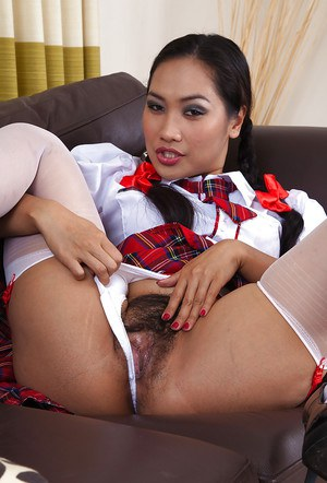 amateur Asian schoolgirl Amy Latina shows her delicious peach
