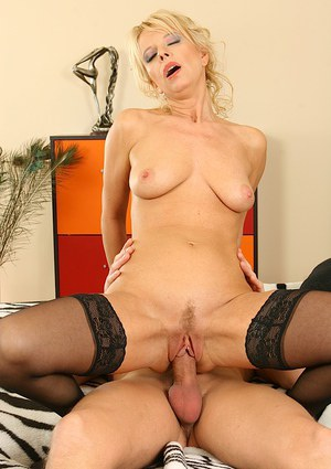 Adventurous milf Marylin ha sher bushes penetrated by cum-stick