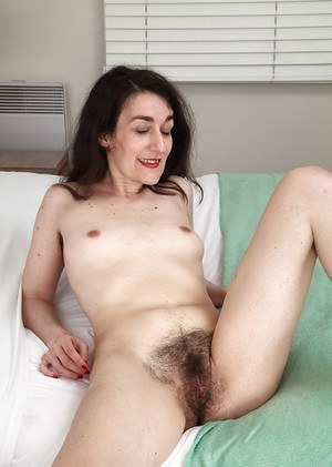 Ugly mature hooker Rose Valentina is spreading her hairy patch