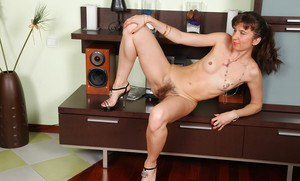 Winning mature hairy courtesan in high-heels Victoria is gorgeous