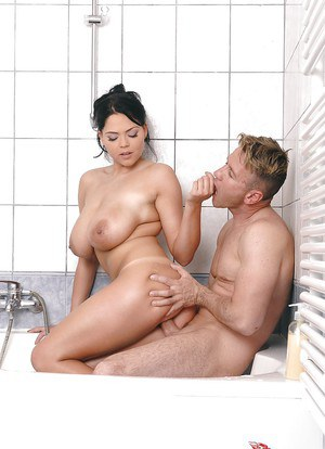Dinky and tasty pornstar Shione Cooper takes bath with good prick