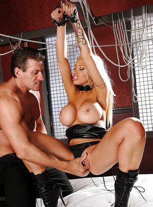 Smart pornstar milf Candy Manson is sliding on member with big nuts