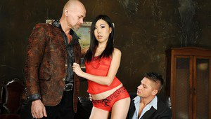 Elegant Asian babe Yiki likes that double penetration technique