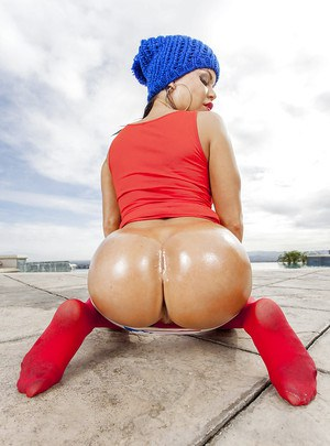 Lusty chick in red pantyhose revealing and oiling up her booty outdoor