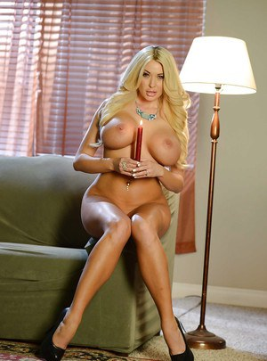 Jaw-dropping hot blonde MILF uncovering and exposing her goods