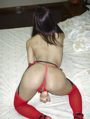 Beautiful Thai bitch Fun massages her hairy cootch and smiles broadly