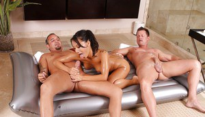Courageous Asian witch Asa Akira works with two guys at one time