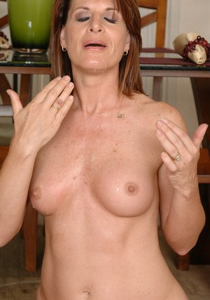 Ambitious mature Linda Roberts gets her cooze devastated by dick