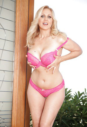 Perfectly-looking milf Julia Ann is a gentle soul with amazing boobs