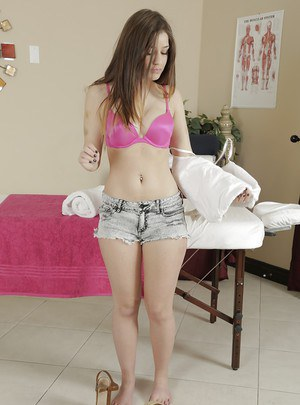 Amazing babe in shorts Teddy Rae visits her favorite spa saloon