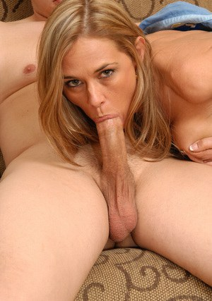 Gorgeous MILF gets her shaved cunt screwed for jizz on her face and rack
