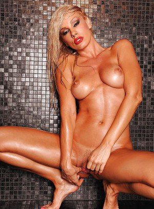 Ravvishing blonde pornstar exposing her goods in the shower