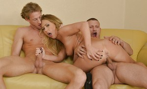 Lecherous blondie gets glazed with jizz after FMM threesome