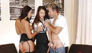Aurelly Rebel and Cipriana do stunning threesome with blowjobs