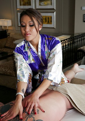 Sweet Asian massage from Jayden Lee is all that guy really needs