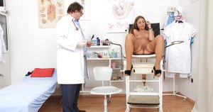 Oldman that loves fetish works as a doctor and checks naked Patricia
