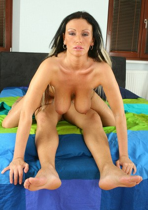 Mature mom with big tits Pandora lusts for tasty and warm cumshot