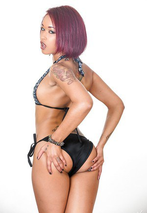 Ebony beauty Skin Diamond is exposing her nice natural titties
