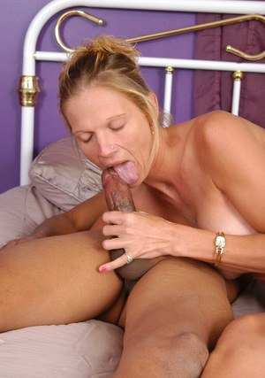 Mature cowgirl Naomi gets a lot of sperm on her spine and ass