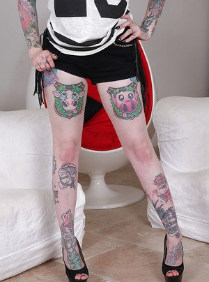 Hot fetish babe with tattoos Hollie Hatton is a straightforward girl
