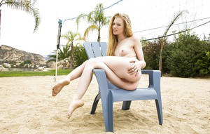 Easygoing amateur teen babe Avril Hall exposes her cool crumpet