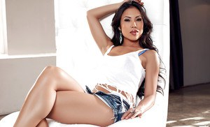 Asian babe in shorts Thuy Li is the most fairy-like model in the world