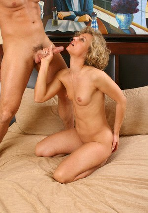 Mature blonde mom got cum on face by younger neighborhood lover