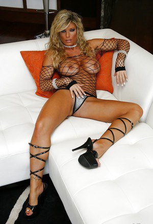 Dream pornstar milf Lilly Evans with big boobs, hot ass and long legs