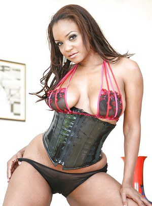 Mature Ebony Sinnamon Love in super hot corset and sexy panties