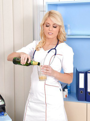 Blonde nurse with a hot body Sweet Cat is masturbating on a table